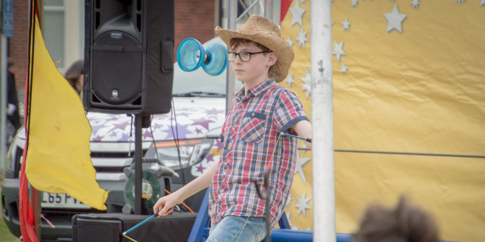 Youth diabolo performance